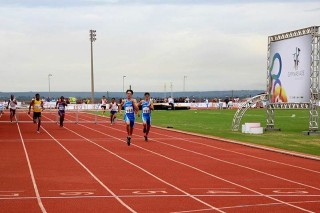 L'arrivo al traguardo dell'atleta allenato dal duo Pegoraro-Zoccante