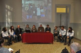 Gli atleti simbolo dello sport scolastico vicentino con i dirigenti dsella scuola, dello sport e l'on. Donazzan