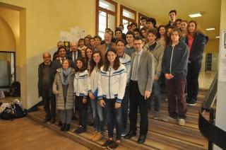 I ragazzi medagliati a Brasilia con le autorità sportive, scolastiche e l'assessore Donazzan