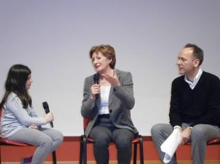 Sara Simeoni sul palco dell'auditorium dell'istituto comprensivo 2 ad Arzignano