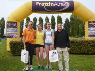 La premiaizone della Cestonaro (Forestale AV Frattin Auto) nel triplo col Comandante Regionale Forestale