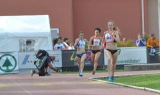 Lo sprint finale della Del Buono (Forestale_AV Frattin Auto) per il crono record degli 800
