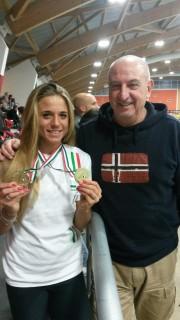 Ottavia Cestonaro con il padre Sergio che festeggia l'oro assoluto e under 23